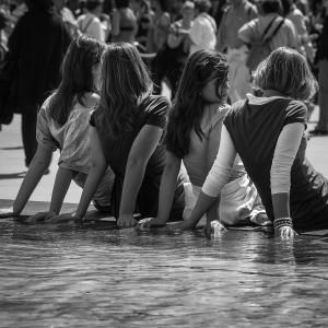 girls-803811_1280